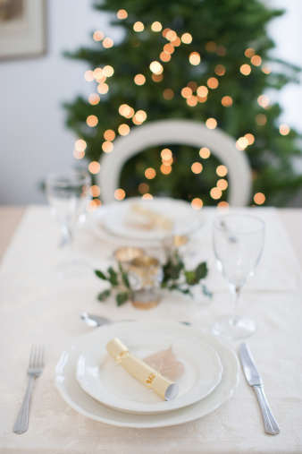 Place Setting「Dining table, Christmas tree in background」:スマホ壁紙(18)