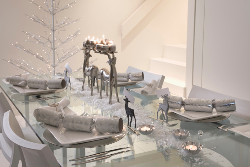Christmas Cracker「dining table decorated for Christmas」:スマホ壁紙(12)