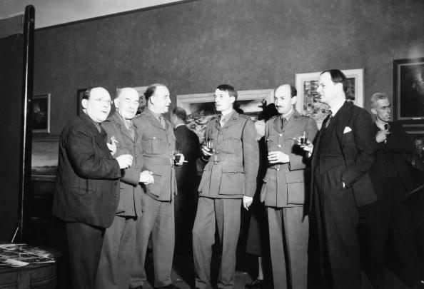 全身「Clark With War Artists」:写真・画像(5)[壁紙.com]