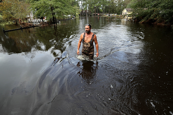 Chip Somodevilla「Carolinas' Coast Line Recovers From Hurricane Florence, As Storm Continues To Pour Heavy Rain On The States」:写真・画像(2)[壁紙.com]