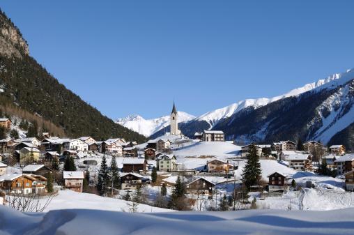 European Alps「Swiss Village in Winter near Davos」:スマホ壁紙(13)
