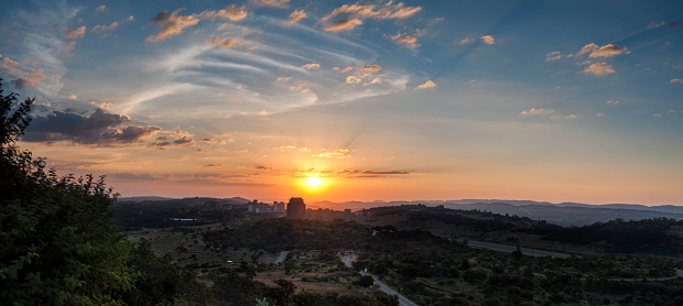 Pretoria「Panoramic photo of the Voortrekker Monument at sunset with a view of the Magaliesburg Mountains in the Background, Pretoria, Gauteng Province, South Africa」:スマホ壁紙(3)