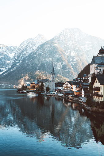 Dachstein Mountains「Beautiful houses by the Lake - The town of Hallstatt」:スマホ壁紙(10)