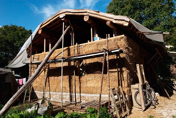 Bale「Straw bale house under construction, Downham Market, Norfolk, UK」:写真・画像(0)[壁紙.com]
