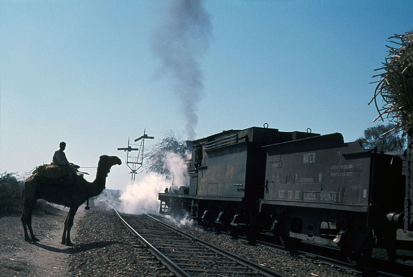 Cylinder「A Tribesman with his camel waits to cross the track as a Pakistan Railway's inside cylinder British built 0-6-0 passes with a heavy freight train on Sunday 30th January 1977」:写真・画像(11)[壁紙.com]