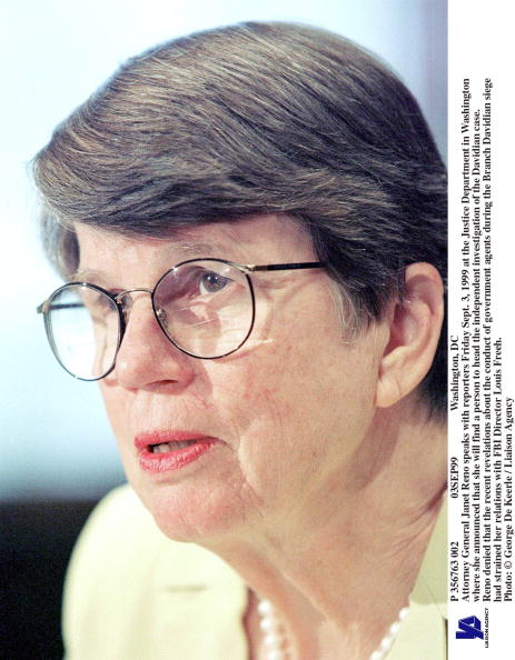 Janet Reno「Attorney General Janet Reno Speaks With Reporters Friday Sept 3」:写真・画像(17)[壁紙.com]