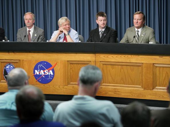 Hubble Space Telescope「Space Shuttle Atlantis Blasts Off To Repair Hubble Space Telescope」:写真・画像(9)[壁紙.com]