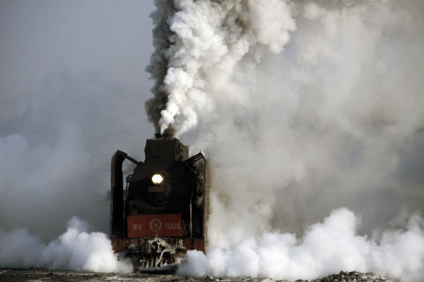 Finance and Economy「During winter the temperature at Harbin is often -20c and the steam from the JS Class Mikado 2-8-2s as they get their heavy trains on the move obliterates the entire background.」:写真・画像(13)[壁紙.com]