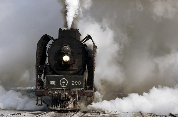 Heilongjiang Province「During winter the temperature at Harbin is often -20c and the steam from the QJ Class 2-10-2s as they get their heavy trains on the move obliterates the entire background.」:写真・画像(9)[壁紙.com]