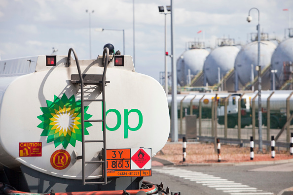 Greenhouse Gas「Petrol tankers at the Ineos oil refinery in Grangemouth Scotland, UK. The site is responsible for massive C02 emissions.」:写真・画像(14)[壁紙.com]