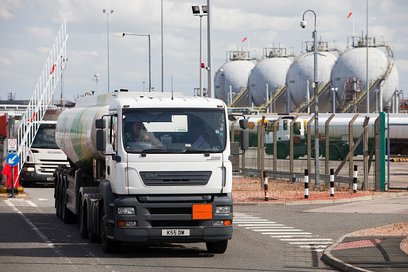 Greenhouse Gas「Petrol tankers at the Ineos oil refinery in Grangemouth Scotland, UK. The site is responsible for massive C02 emissions.」:写真・画像(16)[壁紙.com]