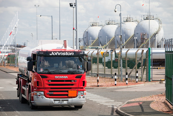 Greenhouse Gas「Petrol tankers at the Ineos oil refinery in Grangemouth Scotland, UK. The site is responsible for massive C02 emissions.」:写真・画像(12)[壁紙.com]