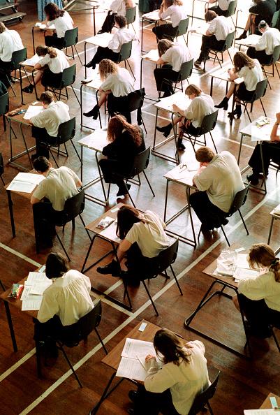 Sitting「U.K. GCSE Exams」:写真・画像(4)[壁紙.com]