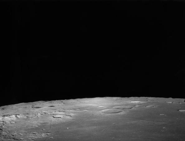 Orbiting「Horizon Of The Moon」:写真・画像(6)[壁紙.com]