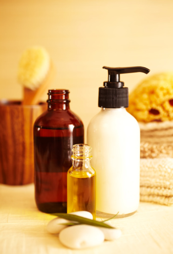 Health Spa「Spa still life of moisturizer and oil in bathroom」:スマホ壁紙(12)