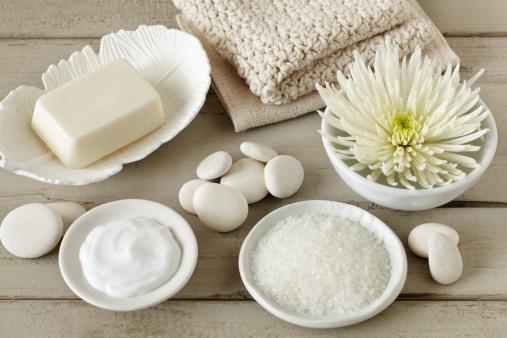 Stack Rock「Spa still life with soap, bath salt, flower, washcloth, pebbles」:スマホ壁紙(19)