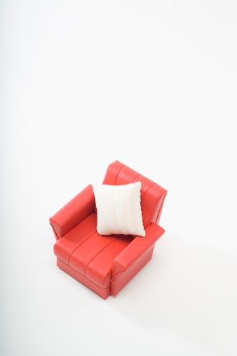 上方「Red sofa and cushion」:スマホ壁紙(6)