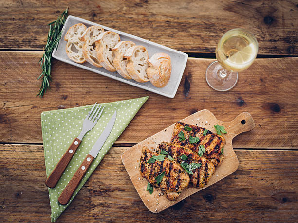 Light and healthy summer meal on a wooden table:スマホ壁紙(壁紙.com)