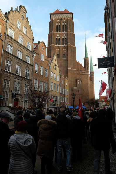 バシリカ「Gdansk Holds Funeral For Murdered Mayor Adamowicz」:写真・画像(1)[壁紙.com]