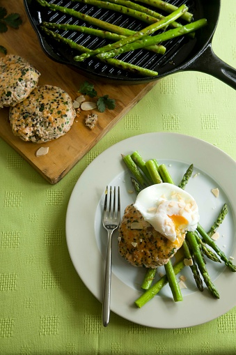 Griddle「Salmon fishcakes with asparagus and poached egg」:スマホ壁紙(13)