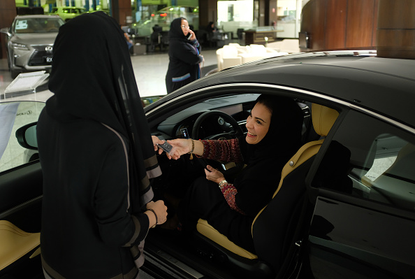 Driving「Daily Life As Reforms Signal A New Era In Saudi Arabia」:写真・画像(3)[壁紙.com]