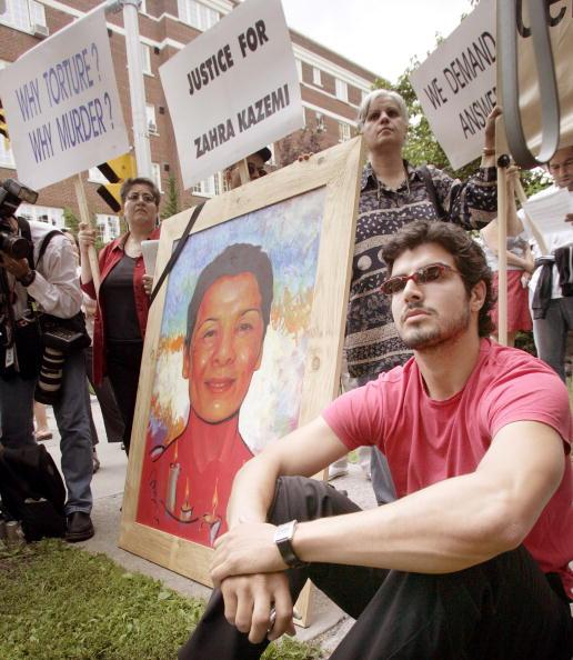Iranian Culture「Reporters Protest Death Of Canadian/Iranian Comrade」:写真・画像(19)[壁紙.com]