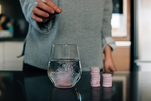 Carbonated drink「Effervescent tablets in water on the table」:スマホ壁紙(7)
