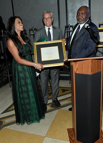 エメカ オカフォー「Best Of Africa Forbes International Award Oil And Gas Person Of The Year」:写真・画像(4)[壁紙.com]
