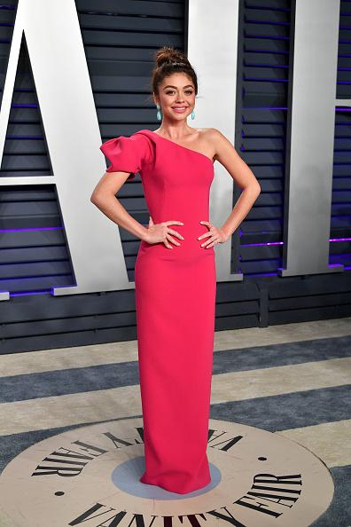 Asymmetric Clothing「2019 Vanity Fair Oscar Party Hosted By Radhika Jones - Arrivals」:写真・画像(2)[壁紙.com]
