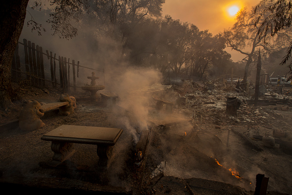 David McNew「Fast-Spreading Hill and Woolsey Fires Force Evacuations In California's Ventura County」:写真・画像(14)[壁紙.com]