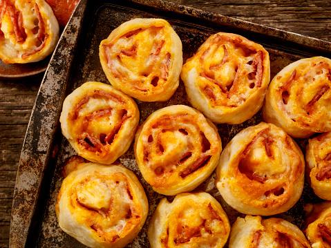 Bun - Bread「Pepperoni Pizza Rolls」:スマホ壁紙(12)