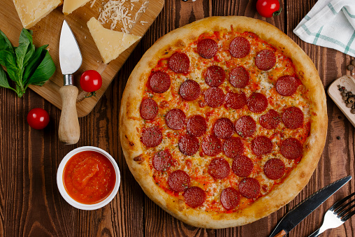 Silverware「Pepperoni pizza with ingredients」:スマホ壁紙(0)