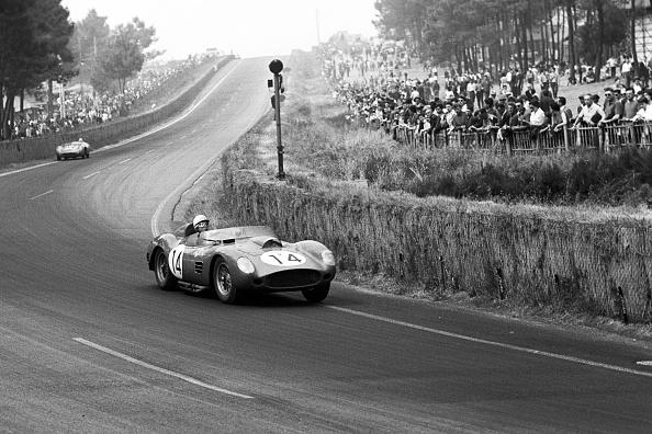 Ferrari「Phil Hill, 24 Hours Of Le Mans」:写真・画像(1)[壁紙.com]