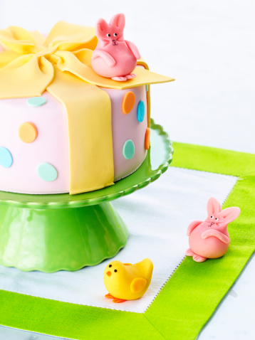 Easter Bunny「Easter cake and bunny, close-up」:スマホ壁紙(6)