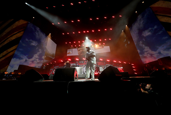 Two People「2016 Coachella Valley Music And Arts Festival - Weekend 1 - Day 2」:写真・画像(8)[壁紙.com]