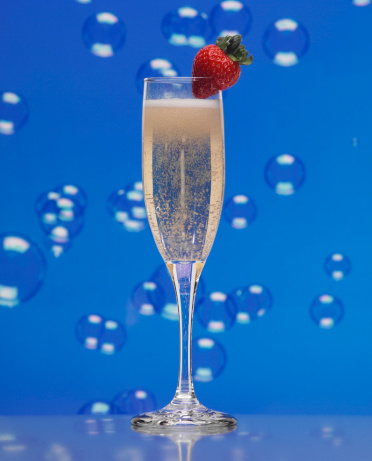 Fruit Garnish「Glass of champagne, garnished with strawberry, bubbles in background」:スマホ壁紙(16)