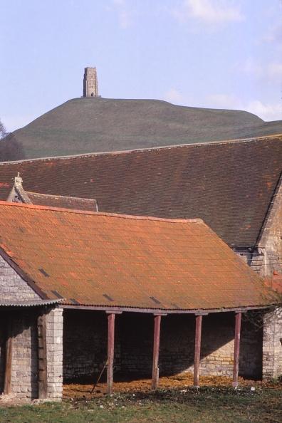 Barn「Glastonbury Tor And Ancient Tithe Barn」:写真・画像(16)[壁紙.com]