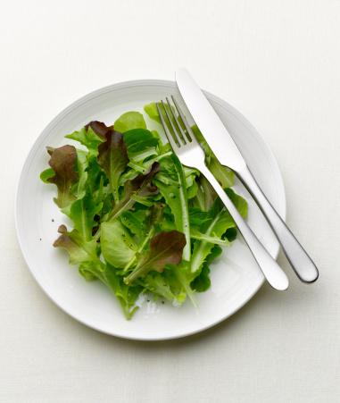 Arugula「Green salad on a white plate」:スマホ壁紙(12)