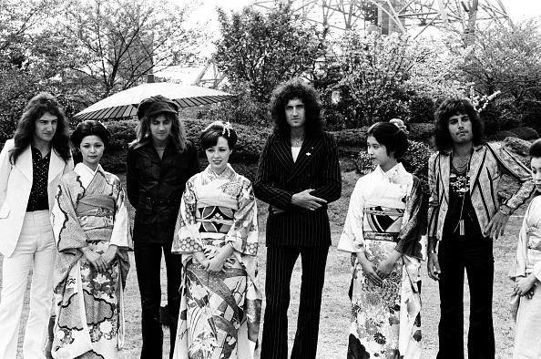 着物「Queen With Kimono Girls At The Tokyo Prince Hotel'S Garden」:写真・画像(15)[壁紙.com]