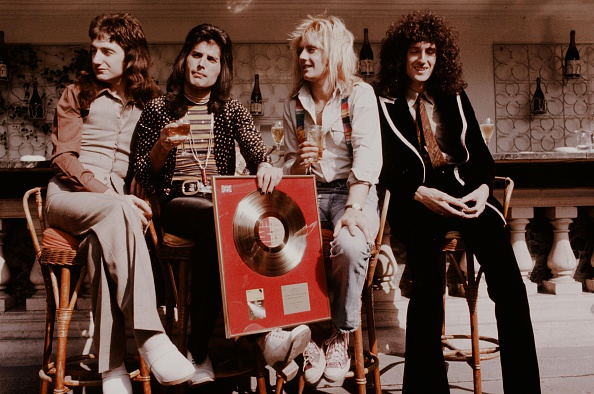 著名グループ「Queen With Gold Disc For The First Album」:写真・画像(14)[壁紙.com]