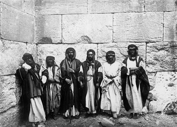 Traditional Clothing「Egyptian Men」:写真・画像(3)[壁紙.com]
