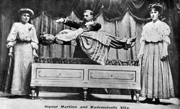 Magician「Levitating Trick」:写真・画像(5)[壁紙.com]