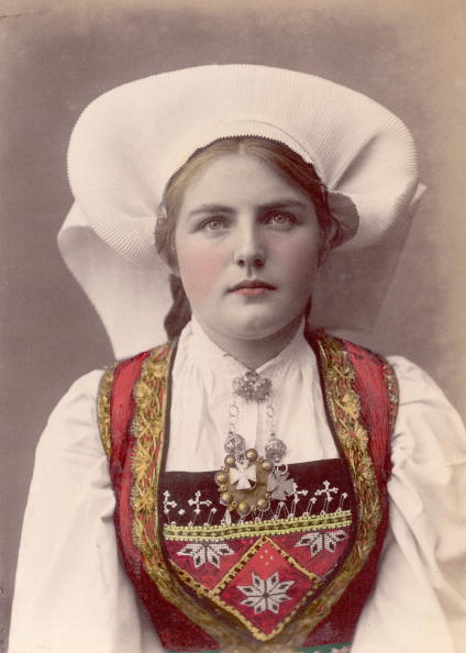 Traditional Clothing「Norwegian Girl」:写真・画像(6)[壁紙.com]