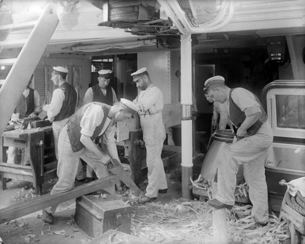 Carpentry「Sawing Wood」:写真・画像(14)[壁紙.com]