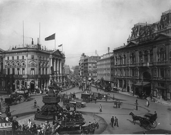 Famous Place「Piccadilly Circus」:写真・画像(1)[壁紙.com]