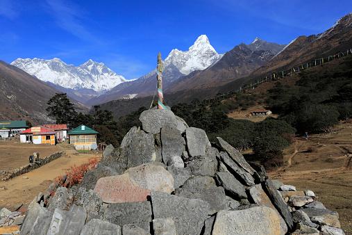 Khumbu「Prayer Stones and Buddhist Stupa Tengboche village」:スマホ壁紙(12)