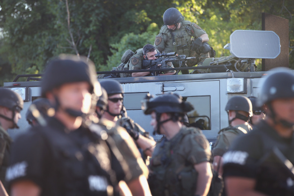 Ferguson - Missouri「Outrage In Missouri Town After Police Shooting Of 18-Yr-Old Man」:写真・画像(5)[壁紙.com]