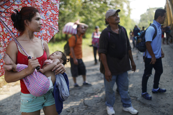 Mother Board「New Migrant Caravan Travels From Honduras To U.S. -Mexico Border」:写真・画像(7)[壁紙.com]