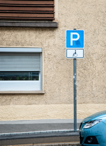 Accessibility Sign「Handicapped parking sign and car」:スマホ壁紙(16)