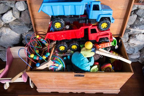 おもちゃのトラック「Toys」:スマホ壁紙(7)